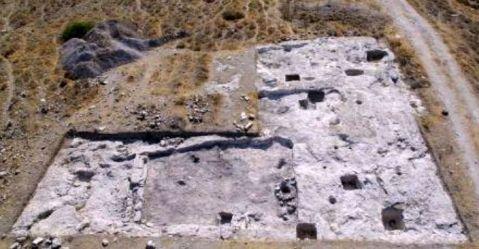 Un particolare dello scavo del villaggio dell'Età del bronzo a Erimi