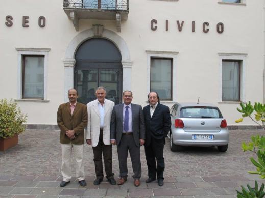 La delegazione egiziana a Rovereto con Maurizio Zulian (primo a destra) accanto a Moustafa Amin, segretario generale del Supremo consiglio delle Antichità dell'Egitto