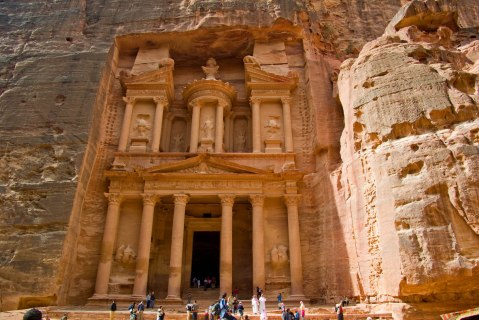 Il cosiddetto Tesoro, uno dei simboli di Petra, che per primo si svela alla vista dei turisti
