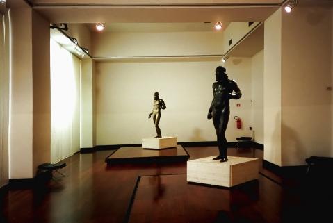 I Bronzi di Riace nell'allestimento al museo archeologico della Magna Grecia a Reggio Calabria