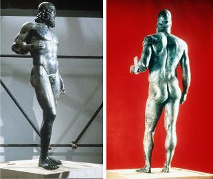I Bronzi di Riace di nuovo in piedi nel museo della Magna Grecia a Reggio Calabria