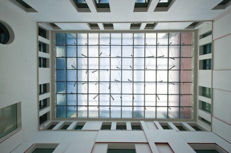La copertura trasparente del cortile interno del museo di Reggio Calabria