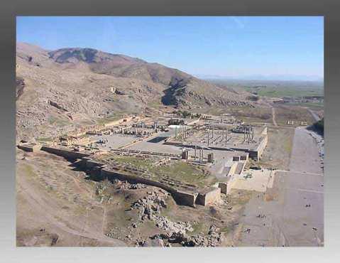 La grande terrazza della città-palazzo di Persepoli  3,5 km da Tol-e Ajori
