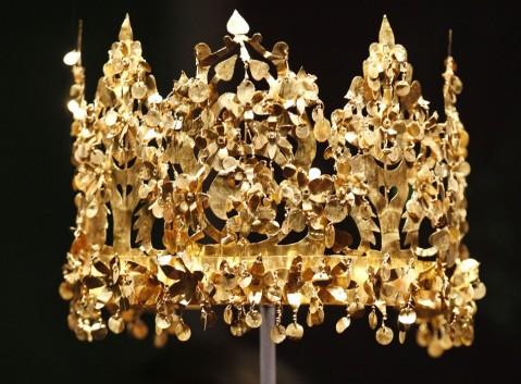 La corona d'oro trovata nelle tombe di Tillia Tepe (Afghanistan)