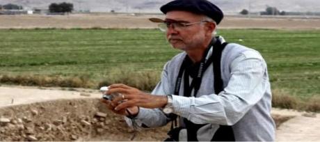 Il prof. Pierfrancesco Callieri in azione a Tol-e Ajiori vcino a Persepoli, in Iran