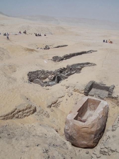 Nuove eccezionali scoperte ad Abido in Egitto: in primo piano il sarcofago di Sobekhotep