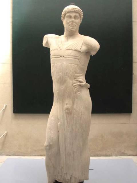 """L'Auriga di Mozia scoperto il 26 ottobre 1979, nella zona """"K"""" accanto al santuario di Cappiddazzu"""