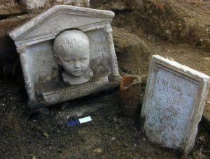 La sepoltura di un bambino dalla necropoli di S.Rosa