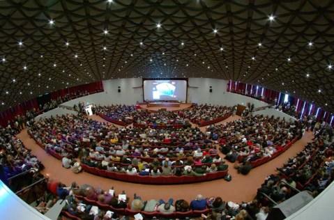 L'auditorium del Palacongressi di Firenze gremito per l'Incontro nazionale di Archeologia Viva (foto Valerio Ricciardi, Roma)