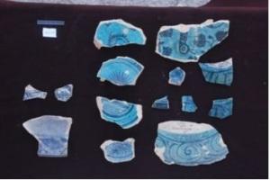 Alcune ceramiche trovate durante lo scavo delle mura a Bam