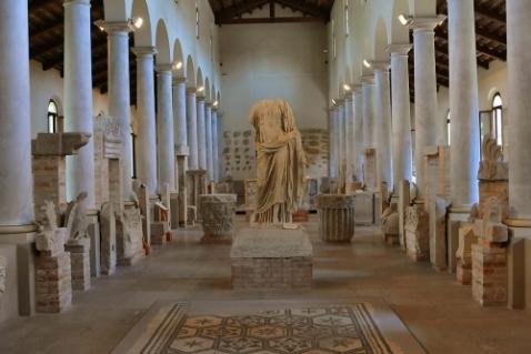 La grande sala (basilica) del museo Concordiese