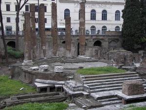 La curia di Pompeo nell'area sacra di largo di Torre Argentina a Roma