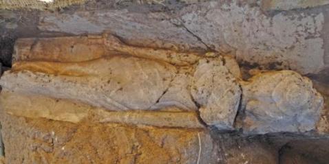 La statua di Iset figlia del faraone Amenofi III, trovata al tempio funerario di Kom al Hitan
