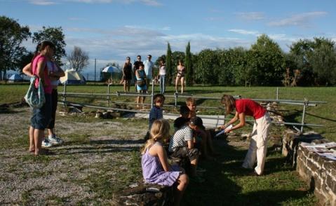 Un laboratorio archeologico con i bambini nell'ambito del progetto PArSJAd