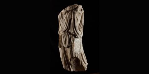 La statua greca di Athena Nike del 430 a.C. comprata da Fondazione Sorgente Group