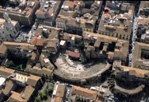 Una veduta aerea del centro di Catania: ben visibili le strutture romane antiche