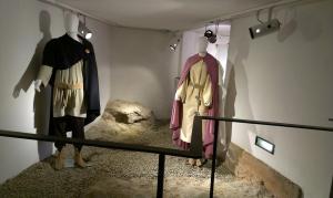 L'allestimento delle tombe longobarde ricostruite in mostra a Fiesole