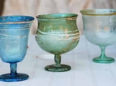 """I calici in vetro soffiato esposti al museo Archeologico di Fiesole nella mostra """"Fiesole e i longobardi"""""""