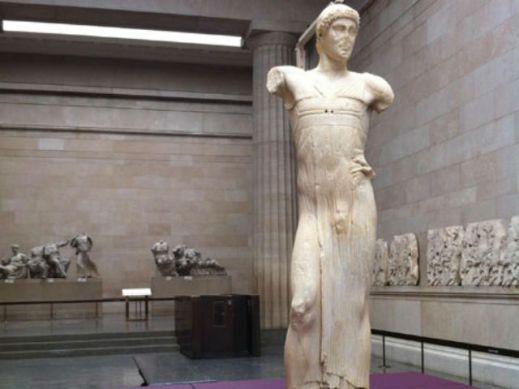 L'Auriga di Mozia esposto al Paul Getty Museum di Los Angeles