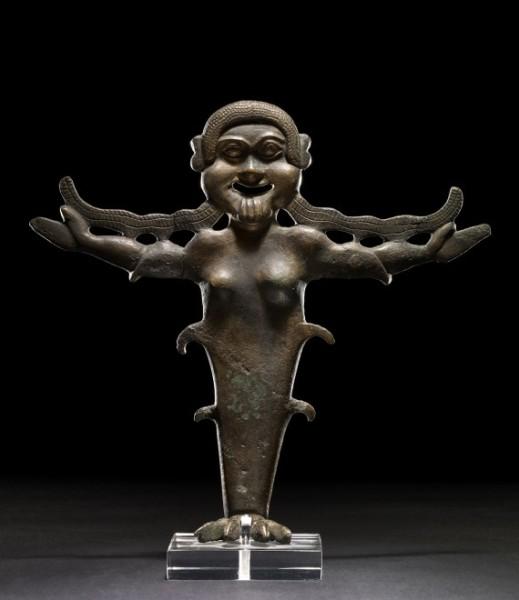 Gorgone da Chiusi (VI secolo a.C.) oggi al British Museum: in prestito a Cortona