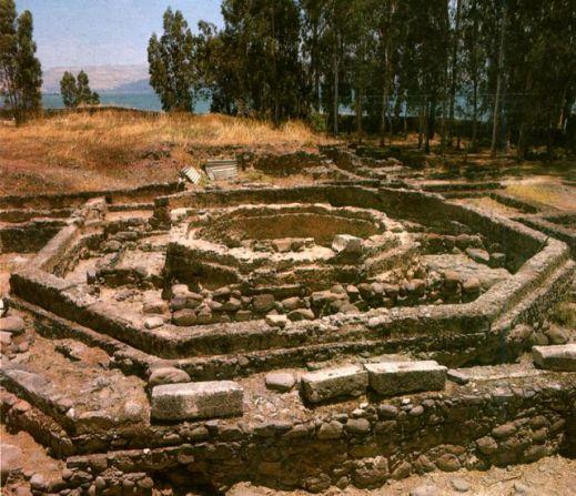La basilica ottagonale e la casa di Pietro a Cafarnao prima della costruzione della basilica sopra il sito archeologico