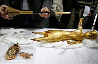 Il Tutankhamon d'oro recuperato dopo il saccheggio del 2011 e ora in mostra al museo del Cairo