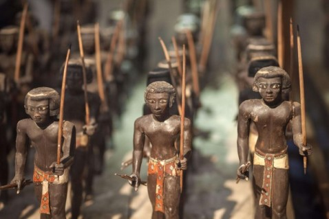 Tra gli oggetti salvati e ora in mostra ci sono quaranta statuine di arcieri nubiani