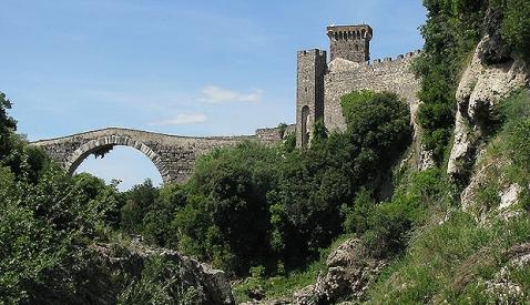 Il Castello della Badia di Vulci a Montalto di Castro, che ospita il museo etrusco