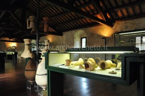 Una sala del museo archeologico del Fiume Bacchiglione  a Cervarese S. Croce