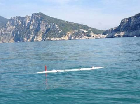 L'antennina del robot subacqueo classe Tifone in azione in mare alla ricerca di tesori sommersi