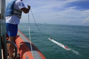 I ricercatori e i tecnici con TifOne all'opera nelle acque antistanti Israele