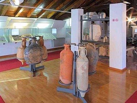 All'ampio apparato illustrativo in mostra a Zuglio è stata affiancata una scelta significativa di reperti archeologici