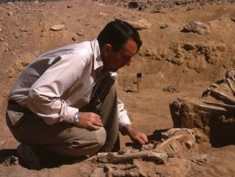 I primi scheletri a Jebel Sahaba sono stati scoperti nel 1964 dall'archeologo americano Fred Wendorf