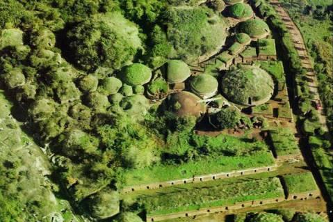 Veduta aerea dei tumuli della necropoli etrusca della Banditaccia a Cerveteri