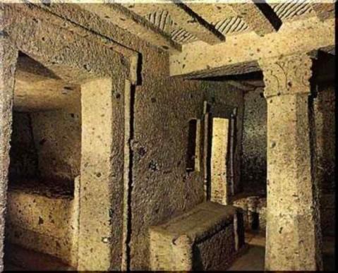 La Tomba dei Capitelli nella necropoli della Banditaccia a Cerveteri