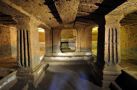 La tomba dei Leoni dipinti alla Banditaccia di Cerveteri