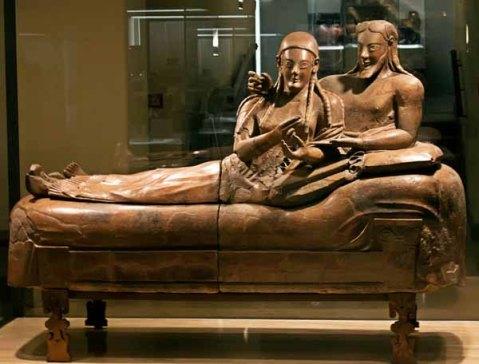 Il famoso Sarcofago degli Sposi scoperto nella necropoli della Banditaccia