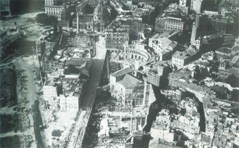 Una veduta del quartiere Alessandrino a Roma durante gli sventramenti del 1932