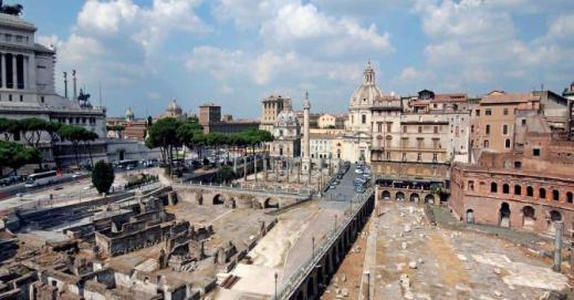 """Via Alessandrina a Roma corre alta sopra i Fori Imperiali, che in parte divide: presto una parte """"sparirà"""""""