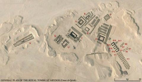 """Mappa satellitare Umm el-Qa'ab  (""""La madre dei vasi"""") con la posizione delle tombe reali delle prime dinastie"""