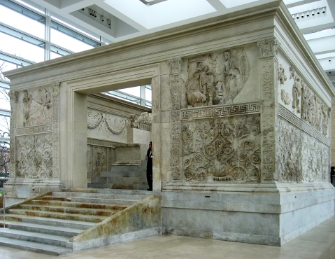 L'Ara Pacis è uno dei più famosi monumenti del periodo di Augusto a Roma
