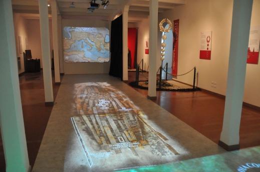 """L'allestimento multimediale della mostra """"Mare nostrum"""" al museo del Mare a Caorle"""