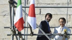 Il ministro Franceschini col mecenate Yagi sulle impalcature del cantiere di restauro
