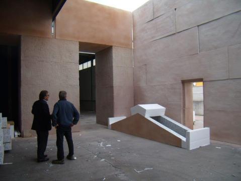Cantiere aperto nell'atrio di Palazzo Sarcinelli: si sta ricostruendo l'angolo nord-orientale della Camera centrale dell'Osireion di Abido