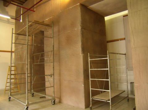 Impalcature a Palazzo Sarcinelli: ricostruzione in scala 1:1 della facciata e di due dei pilastri settentrionali della camera sepolcrale dell'Osireion