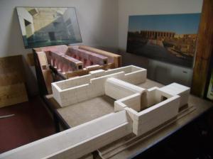 Il plastico dell'Osireion realizzato da Maurizio Sfiotti: in primo piano il Corridoio ipogeo