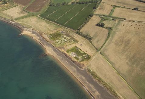 Una veduta aerea dell'area sacra di Pyrgi a un passo dal mare