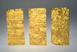 Le lamine d'oro di Pyrgi (due con iscrizione in etrusco, una in fenicio) trovate nel 1964