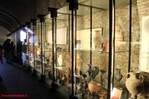 Una sala espositiva del museo nazionale Cerite di Cerveteri che ospita di nuovo la Sfinge etrusca alata