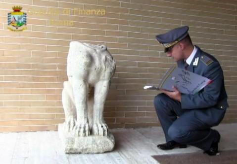 La Sfinge etrusca alata ritrovata dalle Fiamme Gialle era stata rubata anche nel 1972